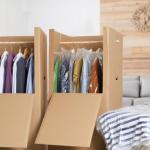 Przechowywanie ubrań, gdy nie mamy na nie miejsca. 7 pomysłów